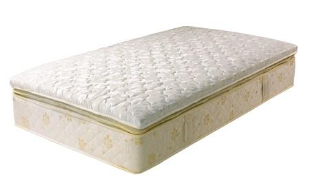 Materasso accessori della biancheria da letto isolato su sfondo bianco