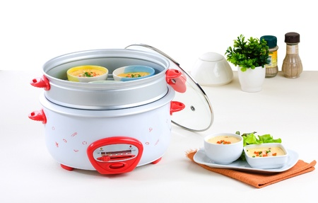 rice cooker: Electric steaming and casserole pot a useful kitchenware