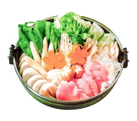 Japanse Sukiyaki set klaar gemaakt voor het koken isolaten