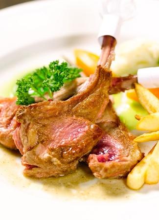 european food: Costillas de cordero filete un sabor de la comida europea