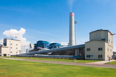 paesaggio industriale: verde pulito e la sicurezza degli impianti di generazione di energia elettrica