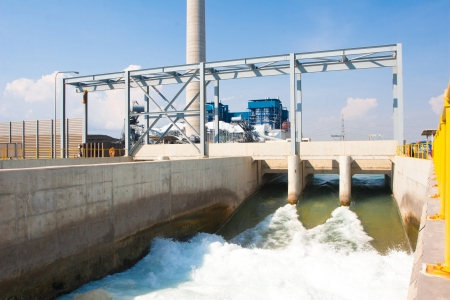 Уотергейт сливом чистую воду в реку после очистки сточных вод