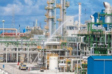 industria petroquimica: La sección de pruebas de seguridad contra incendio y hay sistemas de seguridad de la planta petroquímica Foto de archivo