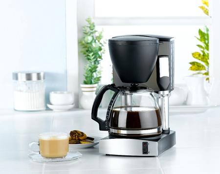 ustensiles de cuisine: Mixeur et machine � caf� grande chaudi�re pour fait des boissons chaudes