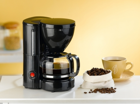 coffee blender: Coffee blender and boiler with coffee seeds in a kitchen interior