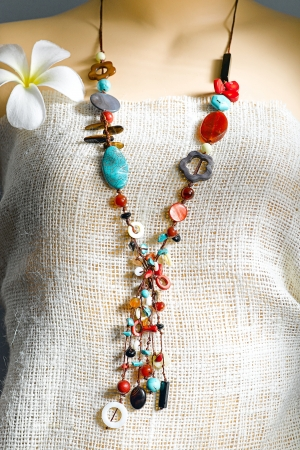 colorful beads around the neck simply but beautiful for your informal party photo