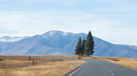 driving range: Road to Tekapo lake Tekapo town Southern Alps mountain valleys New Zealand  Stock Photo