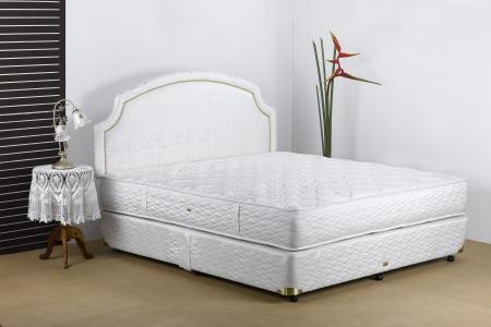 Bedding mattress in a set up bedroom atmosphere Imagens