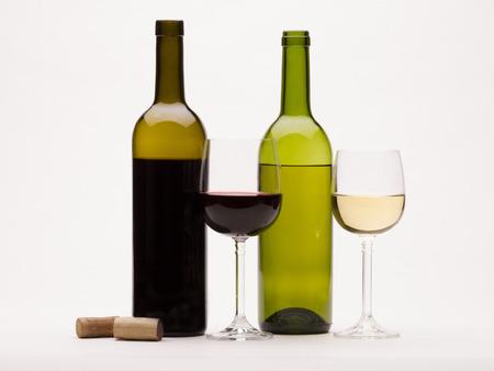 赤白ワインおよびワイン ワイングラス白背景に分離 写真素材 - 25645973