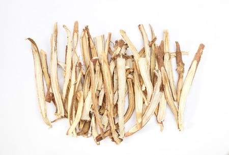 Scheibe Süßholzwurzeln das Gewürz zum Kochen isoliert auf weißem Hintergrund Standard-Bild - 29915958