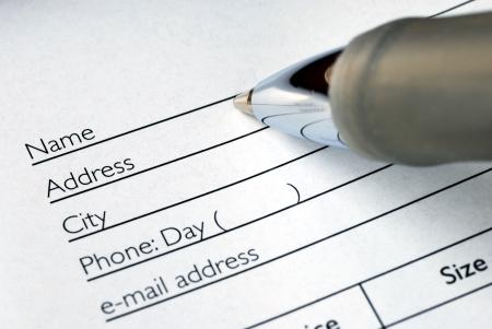 Rellene el nombre y la dirección en un formulario de pedido