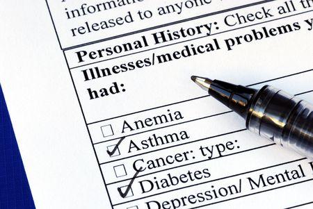 selects: Paziente seleziona la malattia nella sezione storia medica isolata su blu  Archivio Fotografico