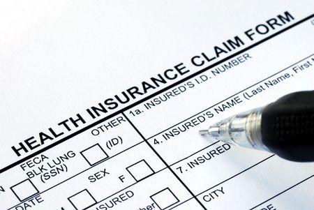 hmo: Il modulo di domanda di assicurazione sanitaria del file con una penna