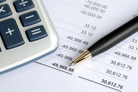 Überprüfen Sie die Bank-Anweisung und gleichen das Konto aus