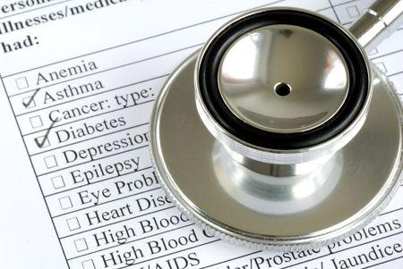 historia clinica: Un estetoscopio en lo alto de la historia m�dica de un paciente