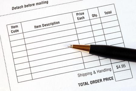 orden de compra: Rellene los elementos en un formulario de pedido de compra  Foto de archivo