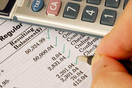 Controleer het maandelijkse bankafschrift Stockfoto