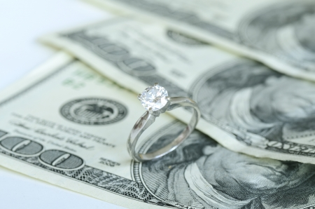Marriage and money concept of high wedding cost and divorce Imagens