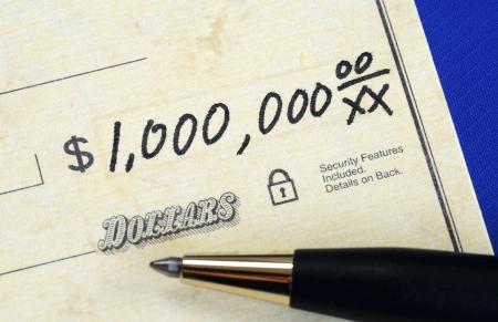 Schrijf een cheque van een miljoen dollar concept van de rijkdom