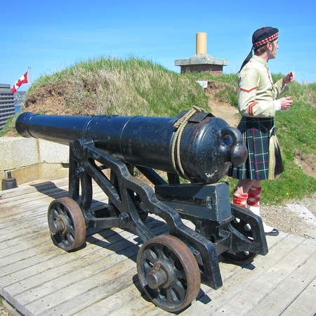 canadian military: Historic animator describes old cannon at Halifax Citadel Fort in Nova Scotia Canada