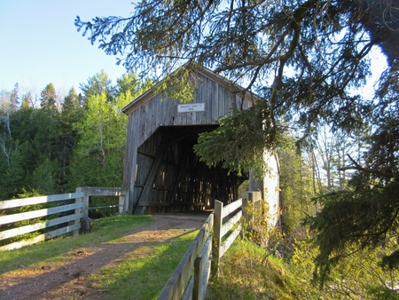 nb: Old Moosehorn Creek covered bridge built on the old highway between Sussex and Saint John NB constructed in 1915 Stock Photo