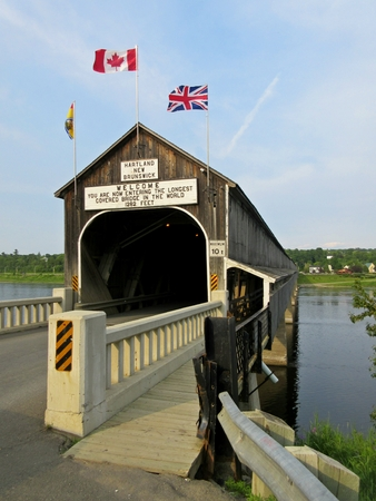 covered bridge: Entrance to the Hartland covered bridge Stock Photo