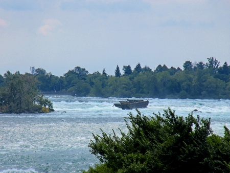 horseshoe falls: Rapids above Horseshoe Falls with wreck of a rusty old barge
