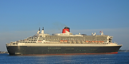Queen Mary 2 in Halifax Nova Scotia harbor. Banco de Imagens - 84379730