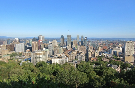 Beautiful City on Montreal Skyline from Mont Royal. Banco de Imagens - 85672061