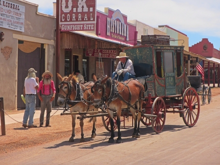 Stagecoach in front of the OK. Corral in Tombstone Arizona. Banco de Imagens - 86074853