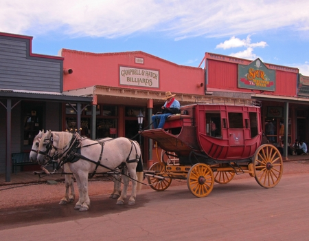 Tombstone Arizona street with stagecoach. Banco de Imagens - 86074856