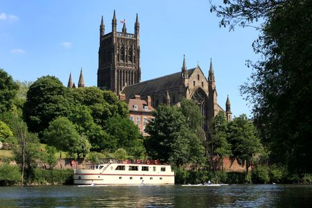 severn: Worcesters magnificent cathedral beside the River Severn Stock Photo