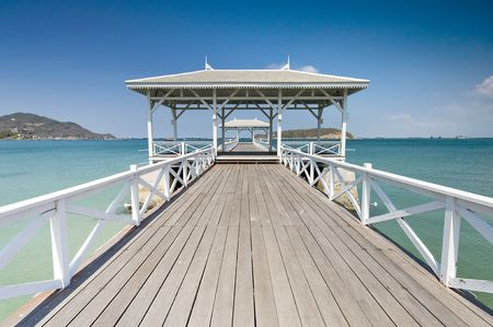 Beautiful wooden pier in Ko Si Chang island, Thailand Stock Photo - 6831878