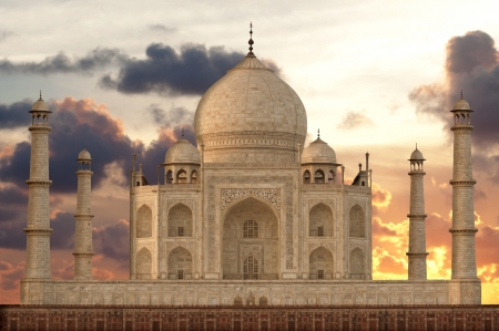 uttar: Sunset over Taj Mahal mausoleum, Agra, Uttar Pradesh,  India Stock Photo
