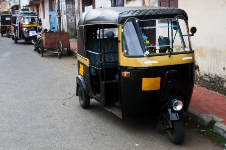 risci�: Tut-tuk - taxi risci� Auto in Kerala, India Editoriali
