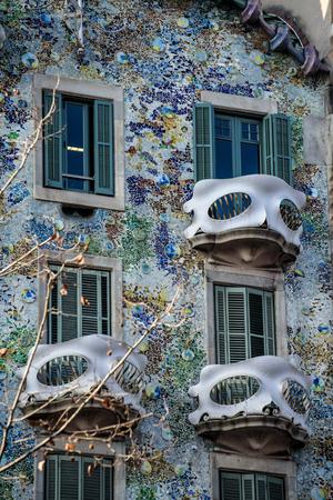 Barcelona, Spanje. Het huis van Casa Battlo ontworpen door Antoni Gaudi.