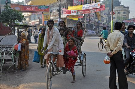 unsatisfactory: Amritsar, India – 29 October, 2009: An unidentified group of people travel by rickshaw in Amritsar on October 29, 2009. Unsatisfactory public transportation limits indian people in everyday travelling.