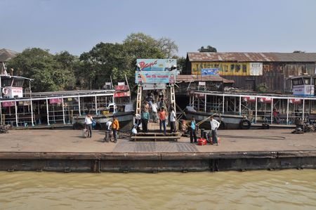 KOLKATA, INDIA - 27 OCTOBER, 2009: An unidentified group of indian people wait for ferry boat on October 27, 2009. To use a ferry is easy, fast and cheap way how to cross the Hooghly River. Stock Photo - 7895967