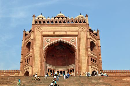fatehpur: FATEHPUR SIKRI, INDIA - 3 NOVEMBER, 2009: An unidentified group of tourists enter the Buland Darwaza in on November 3, 2009. Buland Darwaza is the largest of gateways in the world.