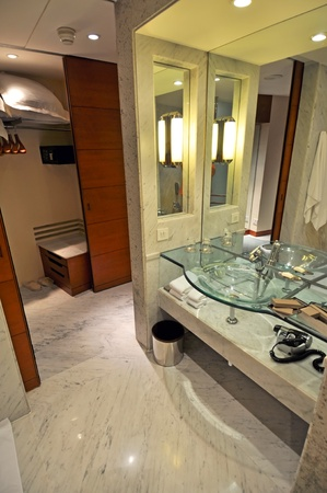 KOLKATA, INDIA - 26 OCTOBER, 2009: Picture of a modern and trendy hotel bathroom in 5 star hotel in India on October 26, 2009. Stock Photo - 8971197