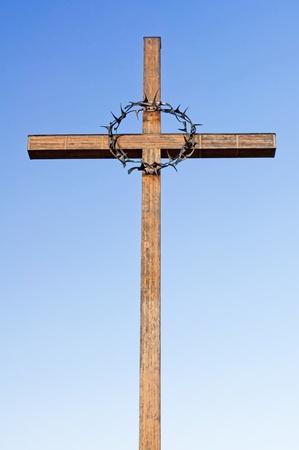 terezin: Croce con una corona di spine sul Cimitero Nazionale di Terezin