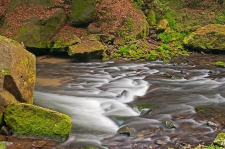 czech switzerland: Piccola cascata durante il periodo autunnale, Repubblica ceca. Archivio Fotografico