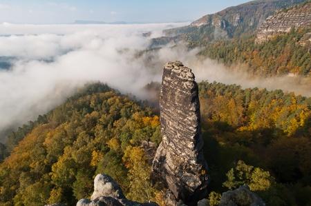 czech switzerland: Veduta di un paesaggio autunnale bella ceca Sassonia Svizzera.