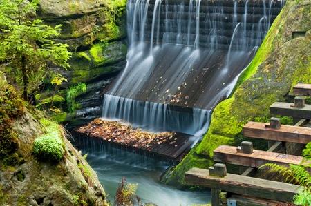 czech switzerland: Veduta di una diga nella Repubblica Ceca-Svizzera Sassonia.