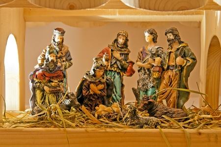 guardería: Imagen del belén de navidad hecho de figuras de madera.