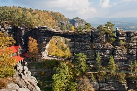 czech switzerland: Veduta di Pravcicka Brana - la più grande porta naturale d'Europa.