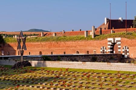 terezin: Vecchia fortezza di Terezin, Repubblica ceca. Al giorno d'oggi questo fa parte del monumento memoriale del ghetto ebraico che Terezin � stato durante la seconda guerra mondiale. Editoriali