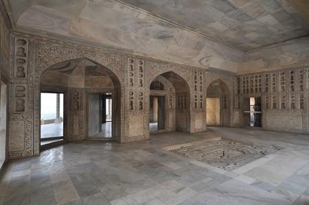 taj: Interior of Itmad-ud-Daulas Tomb, usually called the Baby Taj.