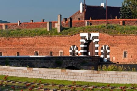 terezin: Vecchio forte a Terezin, Repubblica ceca. Al giorno d'oggi questo fa parte del monumento commemorativo del ghetto ebraico, che era di Terezin durante la seconda guerra mondiale.