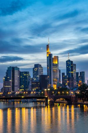 Len Frankfurt frankfurt am illuminated financial and office district skyline